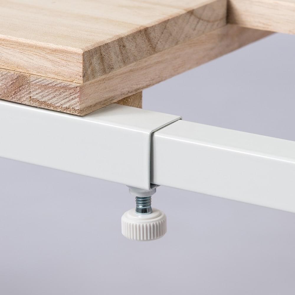 頑丈幅伸縮すのこ布団台シリーズ クローゼット棚2段 ネジ留め式で横伸縮を調整します。