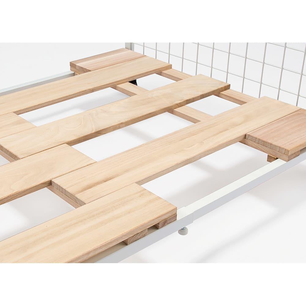頑丈幅伸縮すのこ布団台シリーズ 押し入れ上段用棚2段 幅広のすのこと角パイプの採用で強度アップ。