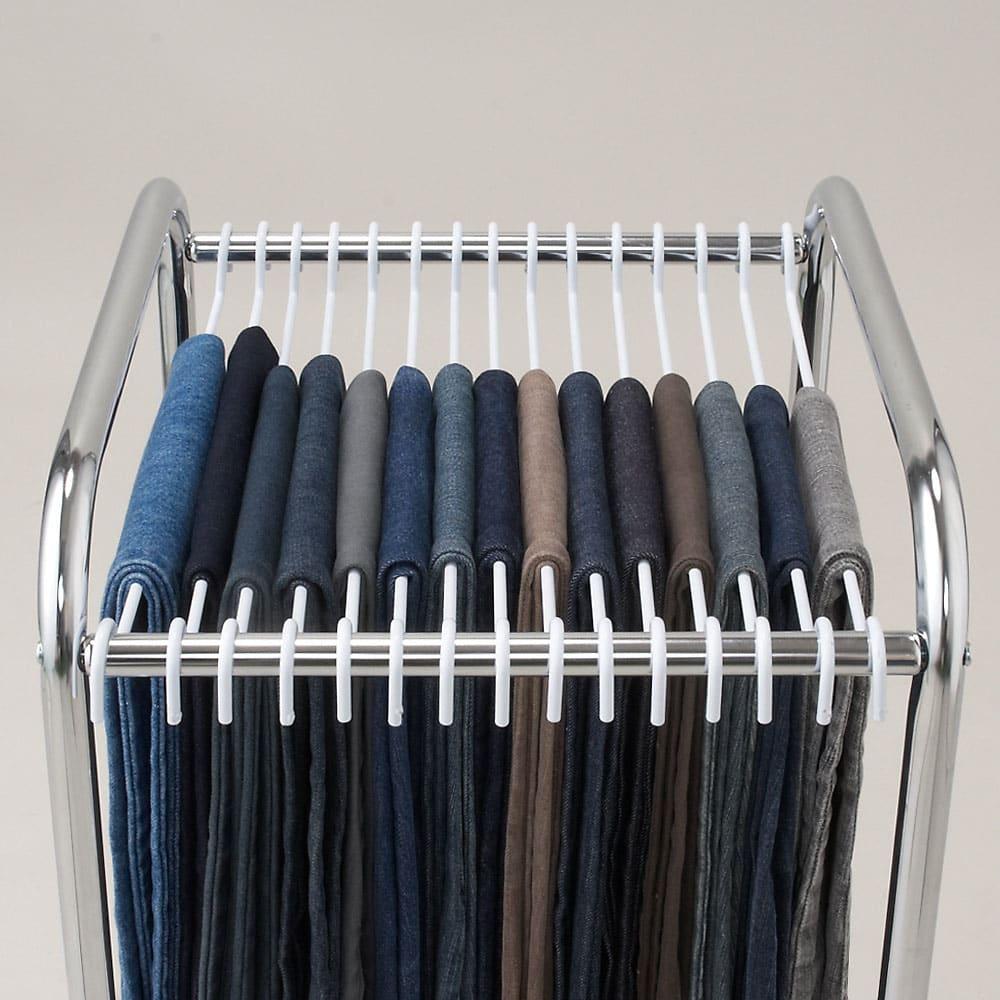 ジーパンもOK!頑丈スラックスハンガー 洗えるカバー付き・30本掛け たくさんのスラックス(ジーパン)をまとめてキレイに収納できます。