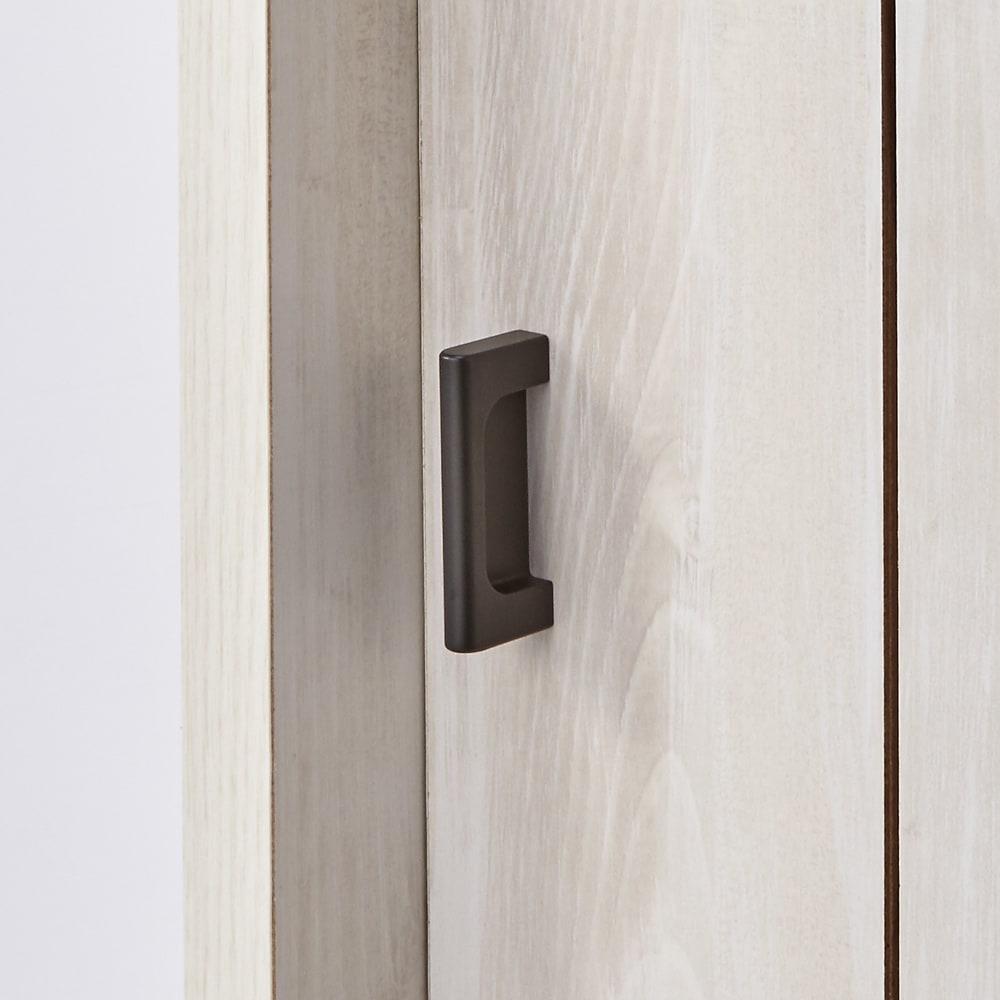 ヴィンテージ調シューズボックス 幅80cm 高さ101cm 引き戸のつまみは金属製で、デザインのアクセントにもなっています。