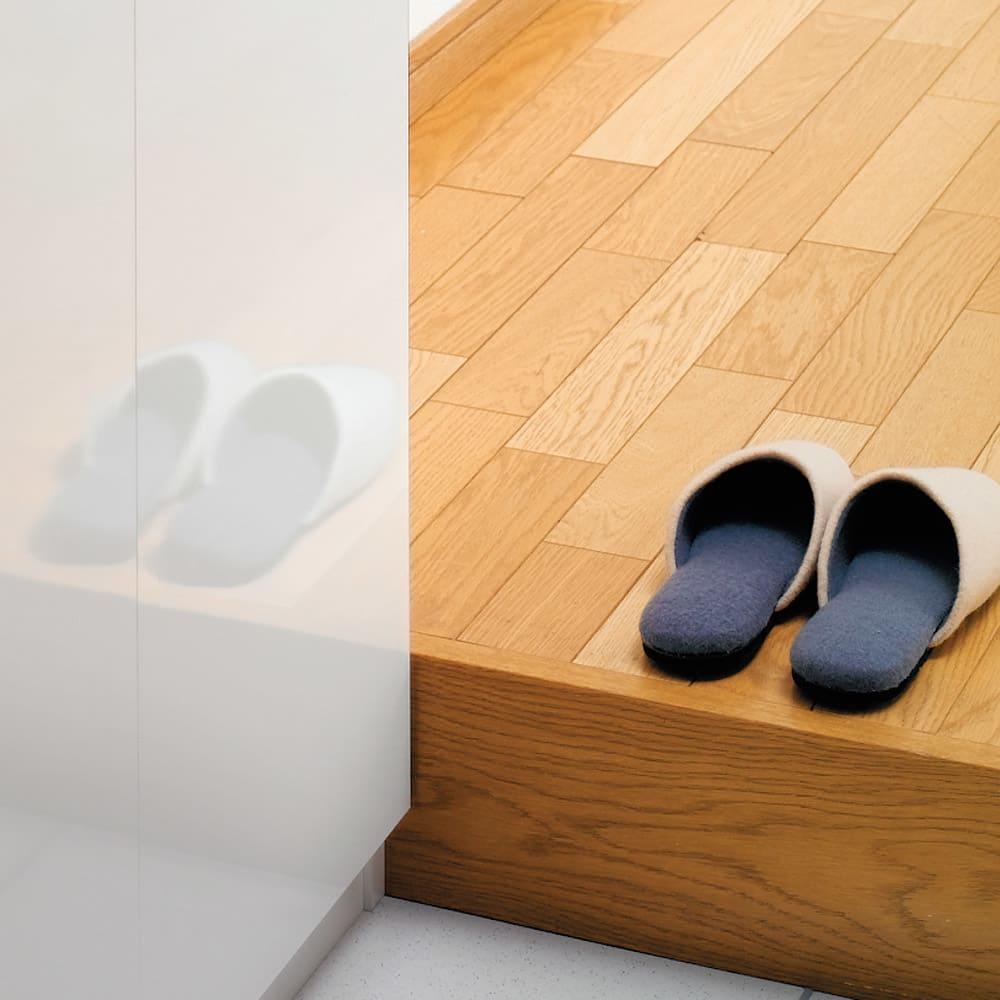 前面ミラー&板戸シューズボックス ハイタイプ・幅75.5 高さ180cm (イ)ホワイト扉は美しい光沢感のある仕上げです。汚れも拭いて落としやすい素材です。