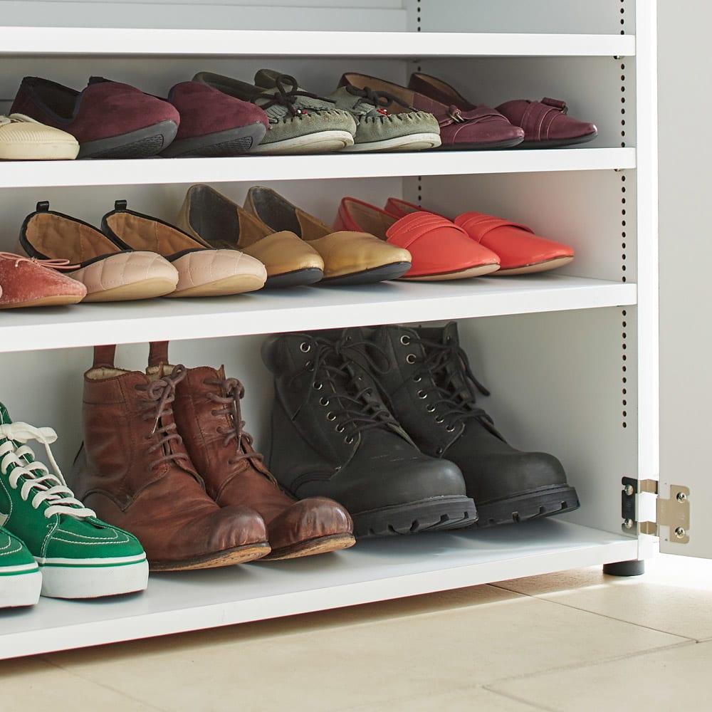 棚板たっぷり大容量シューズボックス 幅75cm 棚板を減らせばメンズブーツもぴったり収まります。