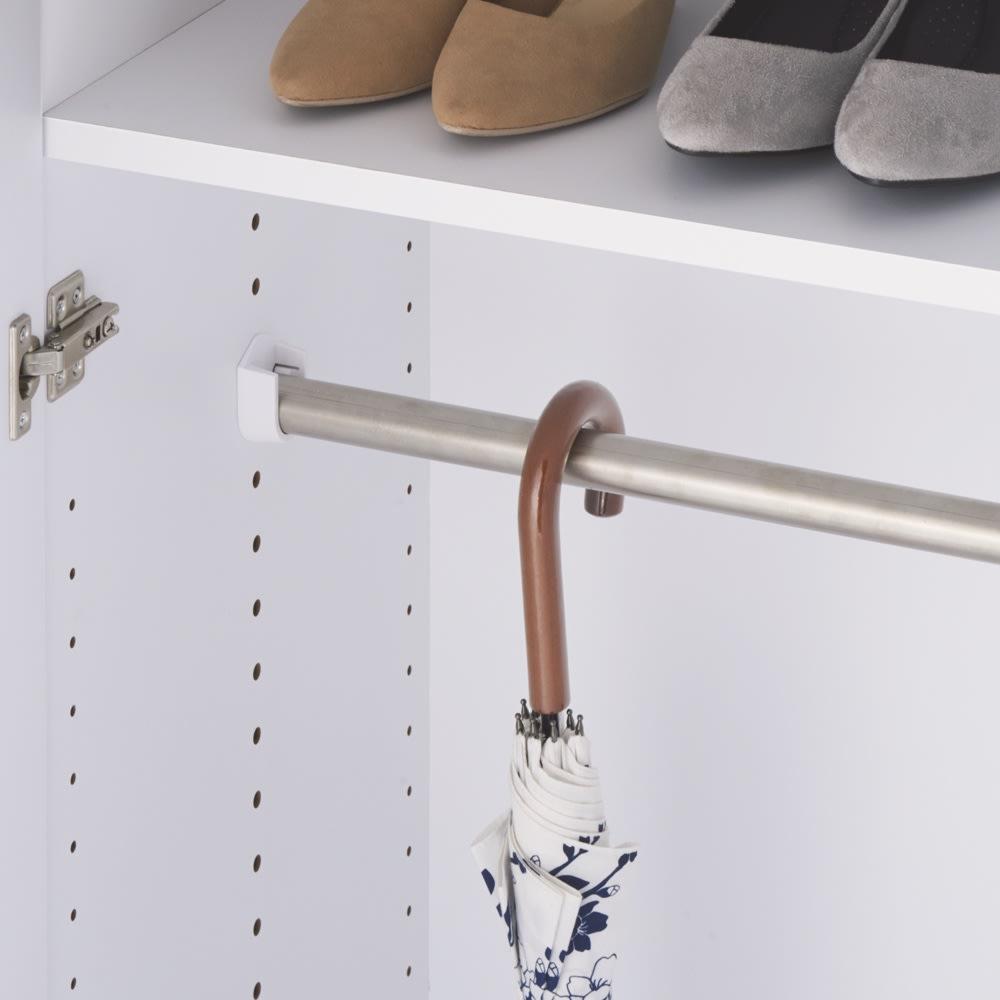 エントランス納戸シューズボックス バー付き 幅80cm バーは3cm間隔で高さが調節できます。