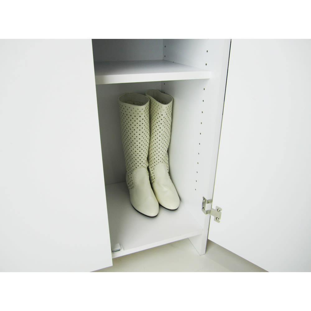 シンプルラインシューズボックス ミドルタイプ(高さ110cm) 幅60cm 棚板を調節すれば、ブーツ収納も可能にします。