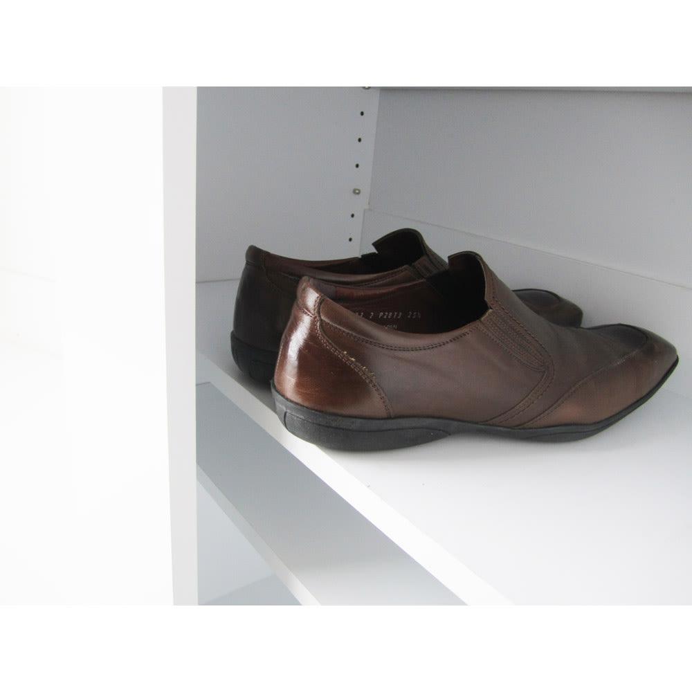 シンプルラインシューズボックス ハイタイプ(高さ180cm) 幅60cm 男性の先のとがった靴でもゆったり収納できる、魅力の内寸奥行きは34cm!