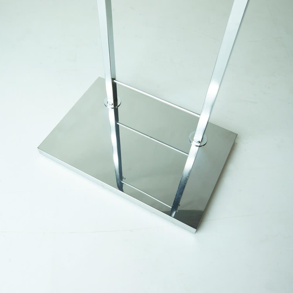 室内で使える ディスプレイサイクルスタンド 1台掛け シルバー色は、メッキ仕上げのスタイリッシュさが魅力。