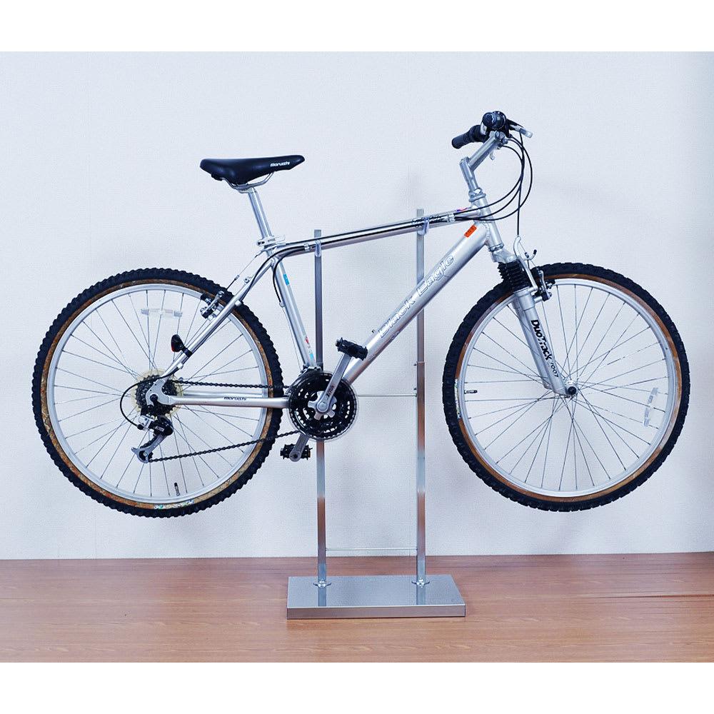 室内で使える ディスプレイサイクルスタンド 1台掛け スチール部が斜めになっているスローピングの仕様の自転車も対応です。