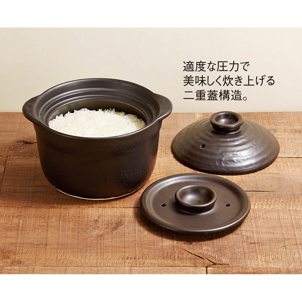 萬古焼 大黒ご飯鍋3合炊き 火加減調節いらず、約15分で炊き上がり。内蓋と外蓋の絶妙なバランスにより、お米を炊くのに最適な鍋圧力づくりに成功しました。かまど炊きのような、ふっくら美味しいごはんを食卓にお届けします。
