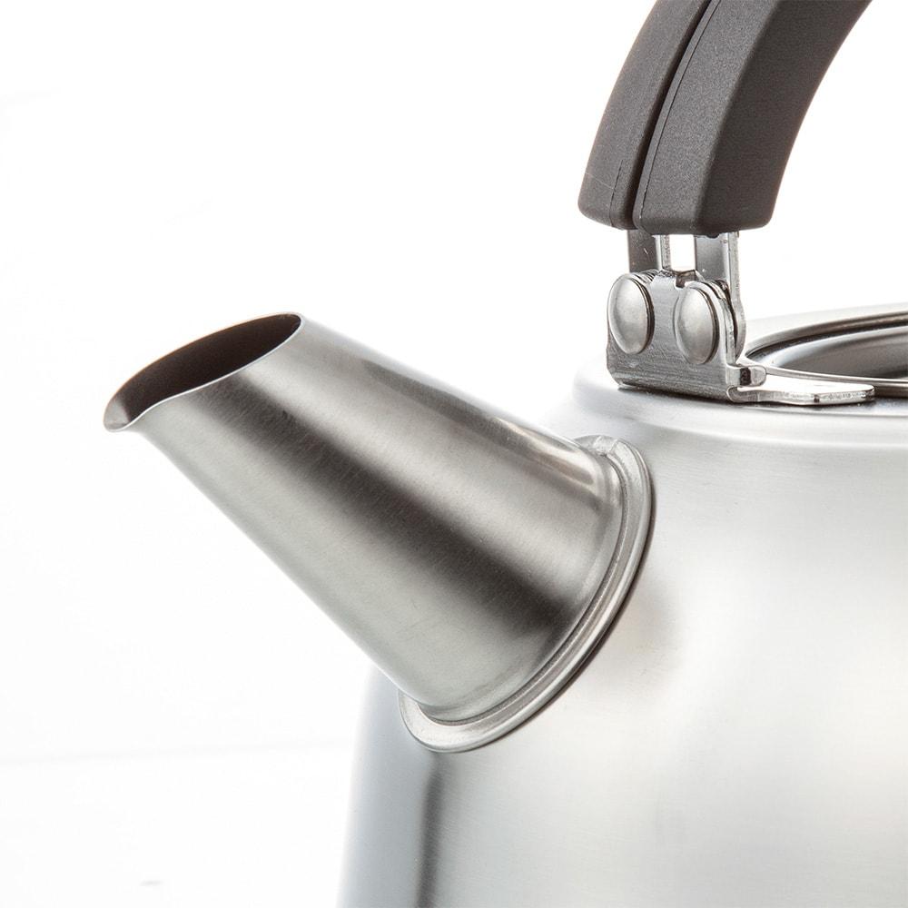 IH対応国産ステンレスフラットケトル 注ぎ口はひと工程プラスのこだわり構造。注ぎやすさを実感できます。