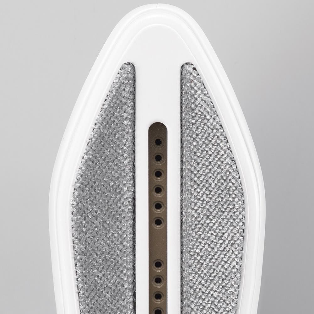 ハンディーアイロン&スチーマー 衣類ブラシのアタッチメント付き。