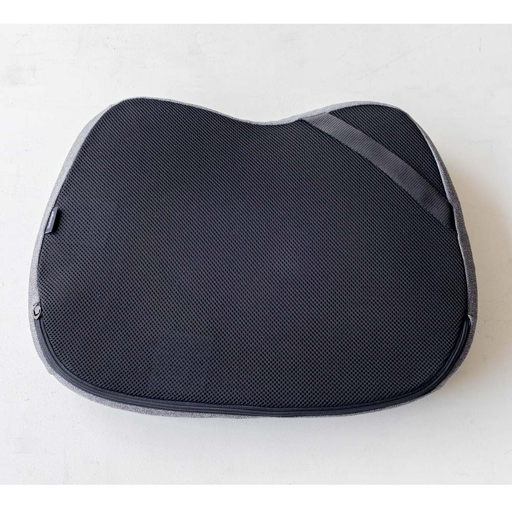 テクノジェル 2点セット(シートクッション&ランバーサポート) 裏面には椅子に固定するためのゴムベルト付き。