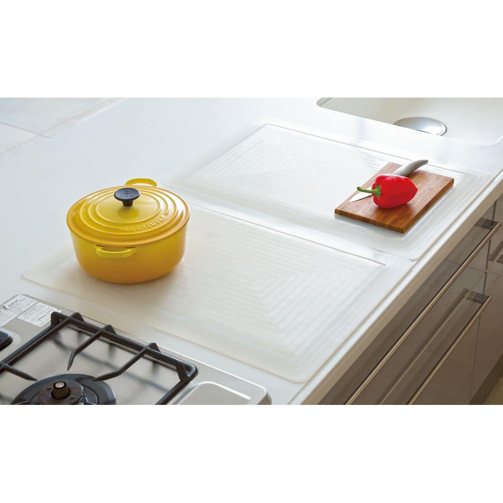 キッチン用半透明保護マット(裏面:吸盤仕様タイプ) 特大サイズ 80×60 ※画像は商品を2枚組み合わせた状態です(お届けするのは1枚です)