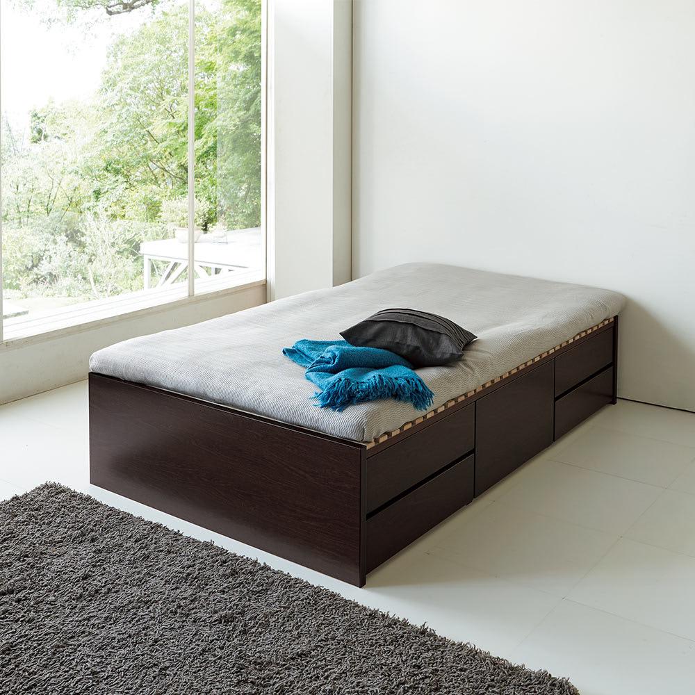 布団が使える洋服たんすベッド ヘッドなし(高さ41cm) コーディネート例 布団も使える頑丈仕様。 ※写真はダブルです。