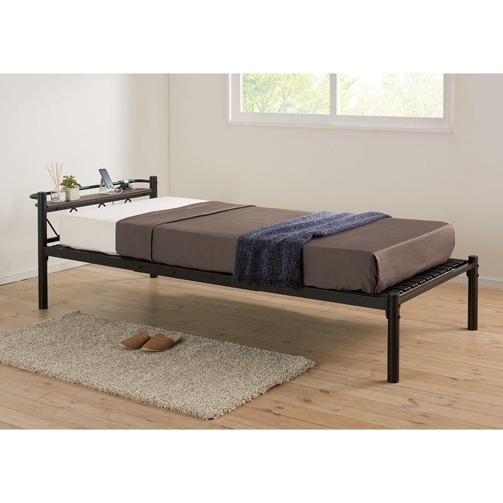 コンセント付き抗菌樹脂すのこベッド ロータイプ ポケットコイルマットレス付き幅97長さ195高さ19cm (イ)ブラック ※セットのマットレス設置時は床面の上下に多少隙間が出ます。