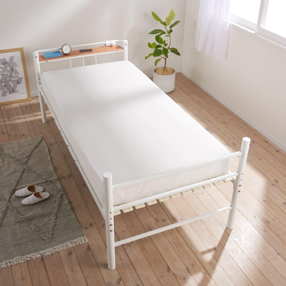コンセント付き抗菌樹脂すのこベッド ミドルタイプ ポケットコイルマットレス付き幅97長さ195高さ19cm (ア)ホワイト ※セットのマットレス設置時は床面の上下に多少隙間が出ます。