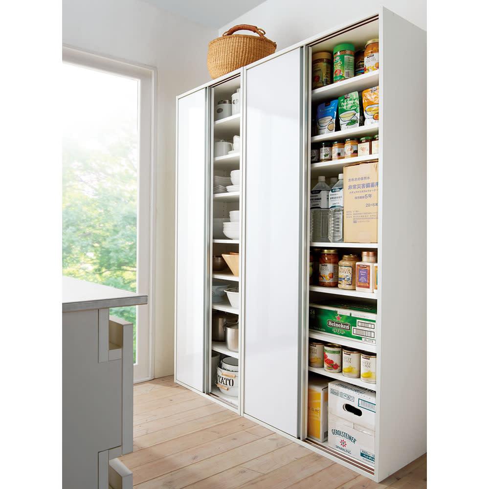 頑丈引き戸キッチンストッカー 幅76cm ホワイト/ブラウン(モクメ) 食器棚・ダイニングボード