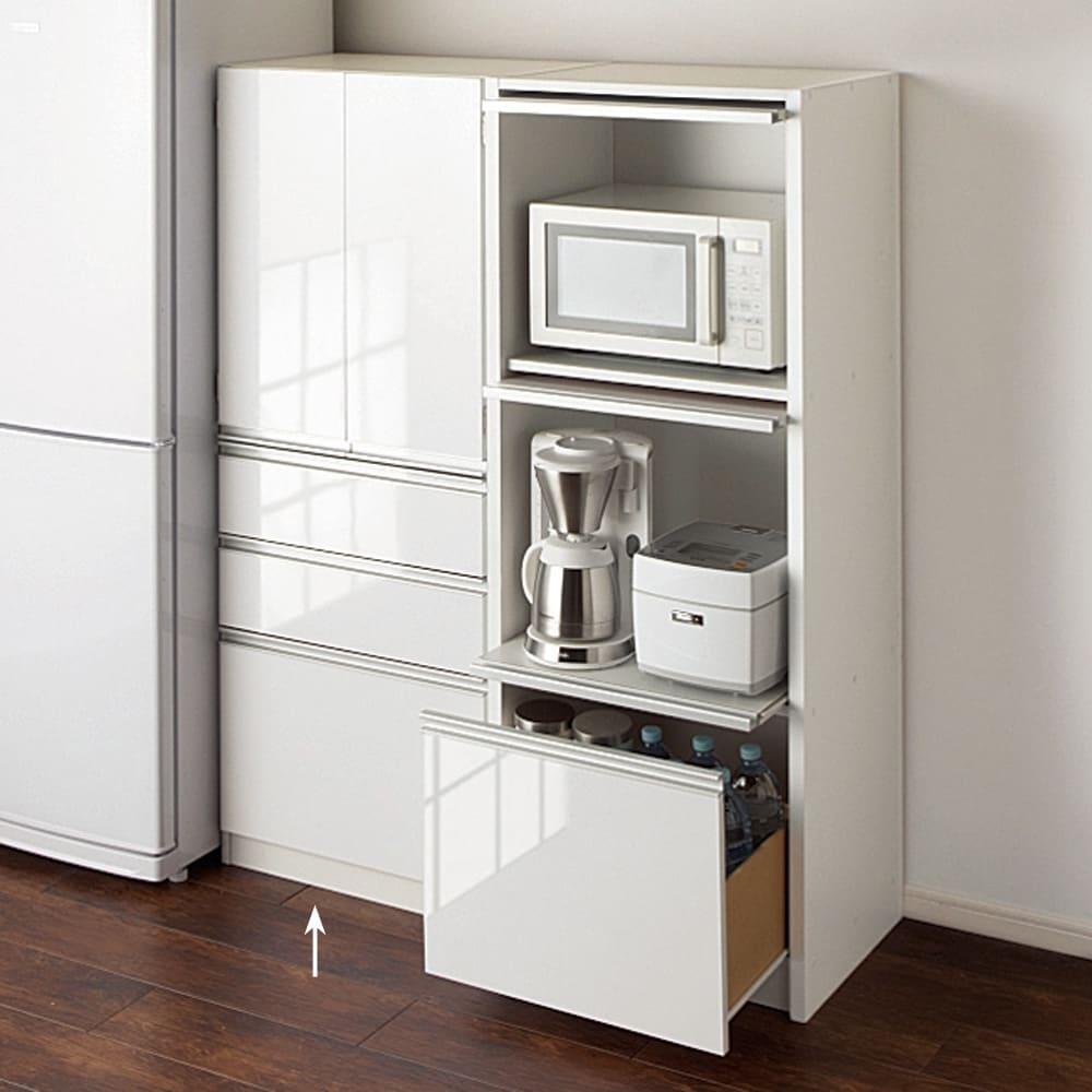 家電が隠せる!シンプルキッチンストッカー食器棚 高さ150cm 光沢感が美しい素材のキッチンストッカー。ミドルタイプは圧迫感がなくお部屋を広く使えます。