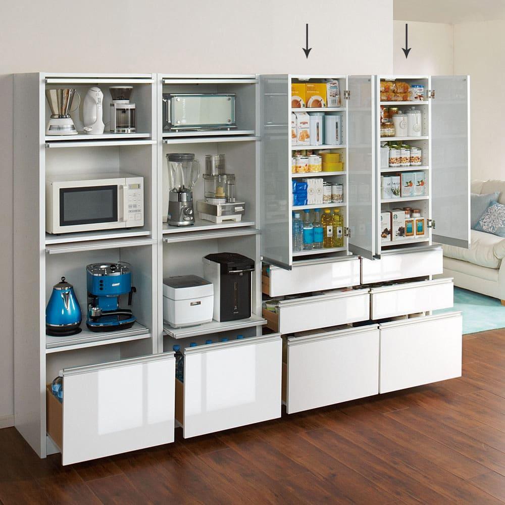 家電が隠せる!シンプルキッチンストッカー食器棚 高さ180cm キッチン収納はスッキリ目隠しが基本です。光沢感のある前面は清潔感もあり、お手入れが簡単な素材です。