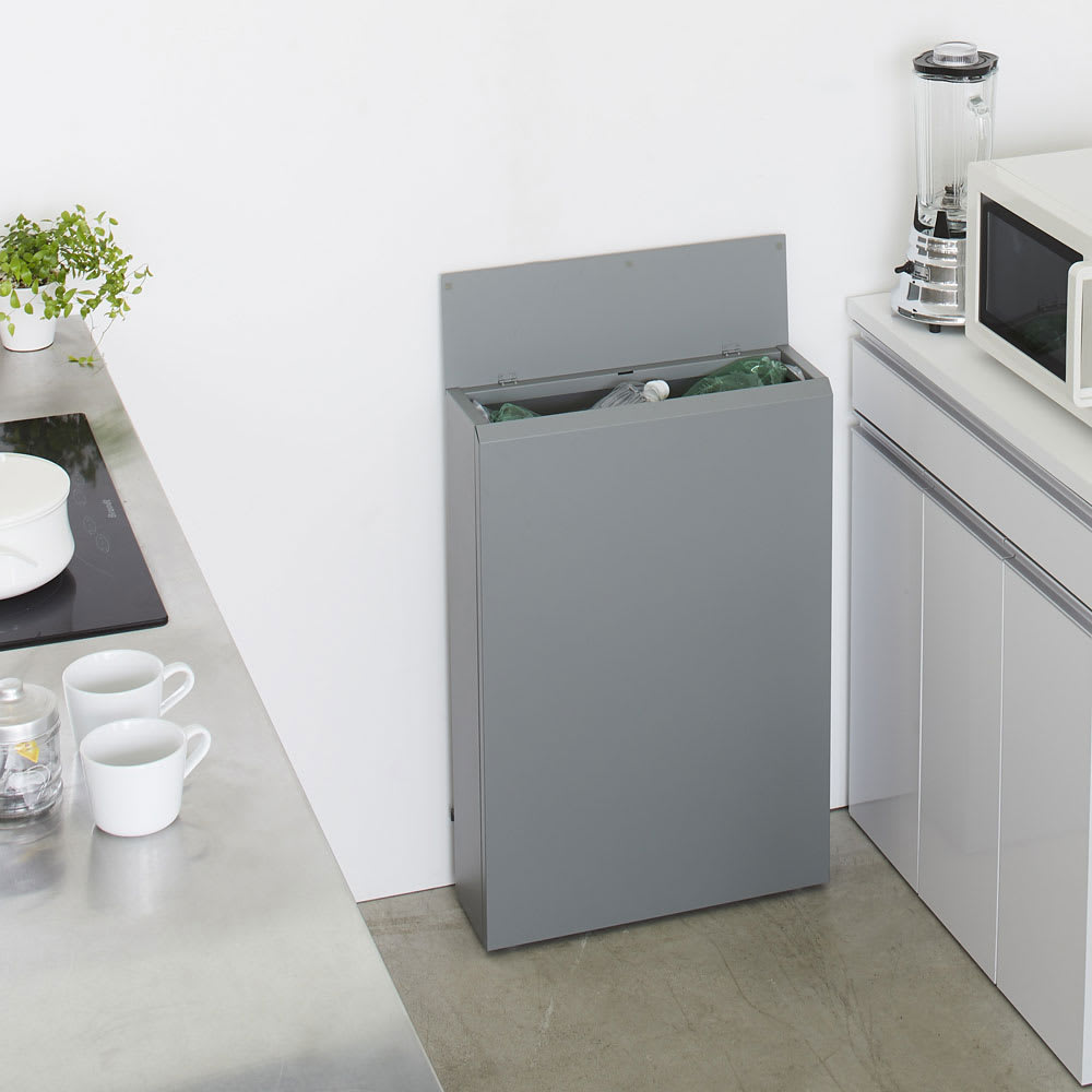 キッチン奥にも置ける 奥行スリムダストボックス 大 幅50cm・奥行18cm・高さ75.5cm (ア)アッシュグレー 奥行18cmの超薄型。キッチンの奥に置けば動線を妨げず、立ったままゴミが捨てやすい高さです。
