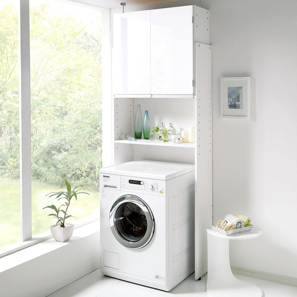 インテリア雑貨 日用品 洗濯用品 アイロン 洗濯機ラック ランドリーラック 美しい光沢扉ですっきり隠せる ランドリーラック 天井突っ張りタイプ 551206