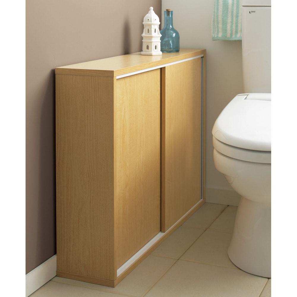 トイレ収納庫 引き戸タイプ 幅85cm・4段 (イ)ナチュラルはおしゃれな木目が特徴です。