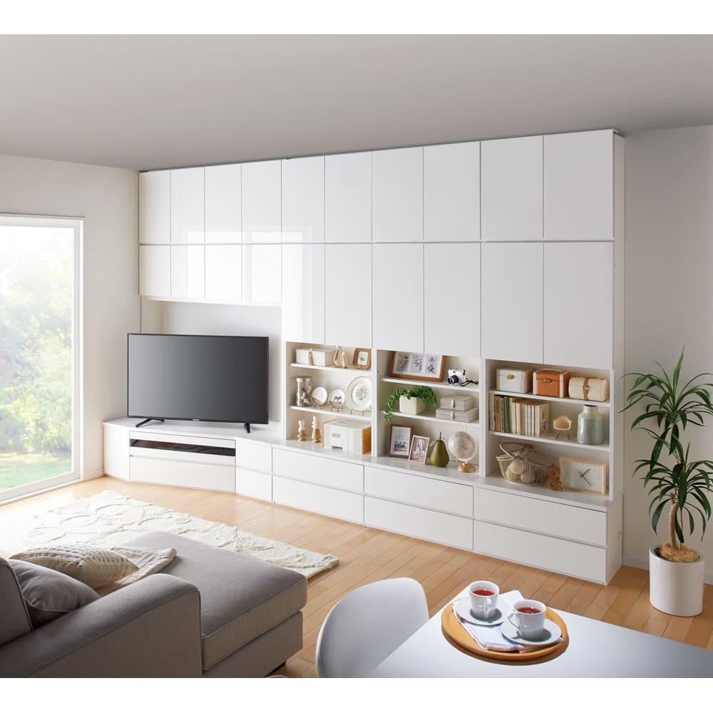 コーナーテレビ台壁面収納シリーズ 幅150cmTV台左壁設置用 コーディネート例(ア)ホワイト ※写真の天井高さ:240cm