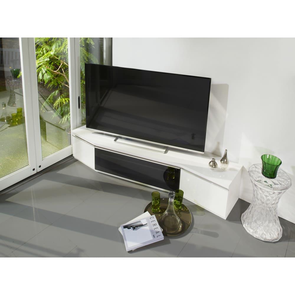 住宅事情を考えたコーナーテレビボード 幅165cm・左コーナー用(左側壁用) (ア)ホワイト 省スペース形状の、左コーナー用テレビ台。圧迫感のない高さで、幅165cmのワイドタイプです。