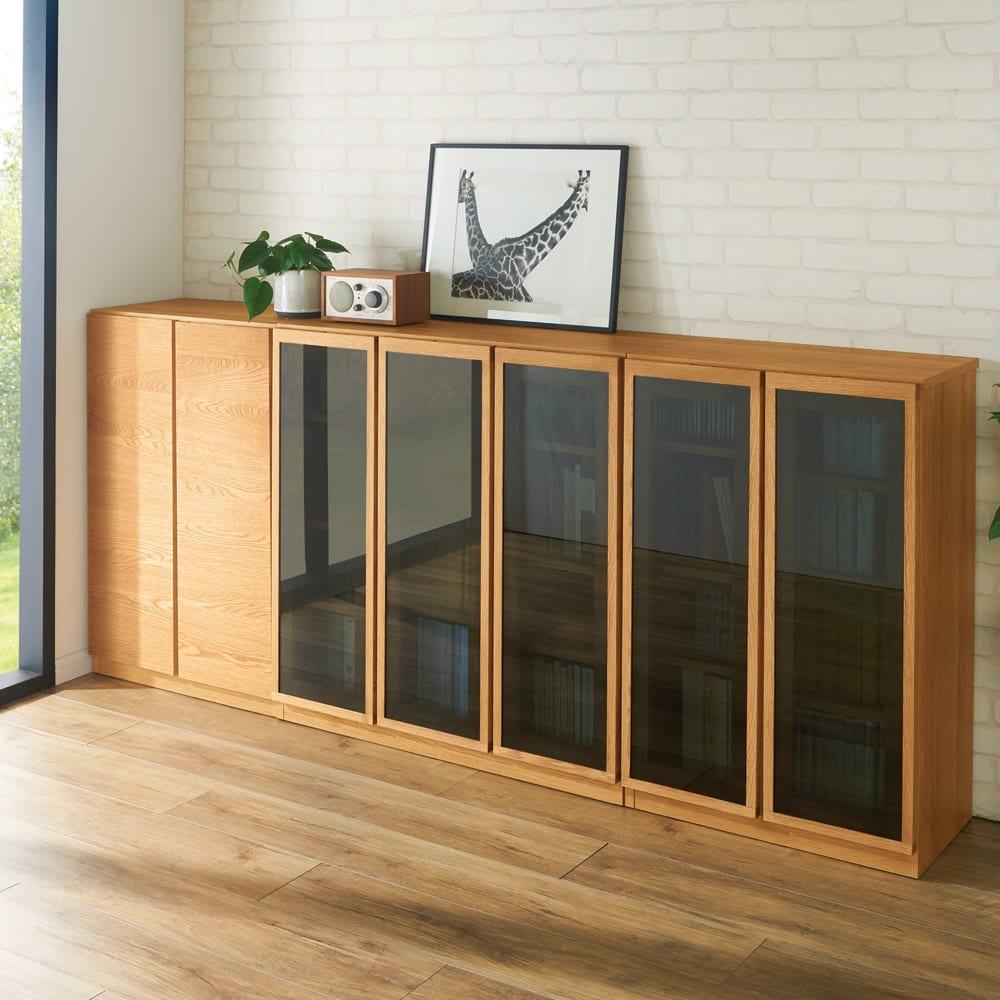 【完成品】扉が選べるオーク材のモダン本棚 ガラス扉 幅90cm モダンでかっこいい印象のオーク材はお部屋をスタイリッシュに魅せることができます。※左から幅60cm 板扉、幅120cm 板扉になります。