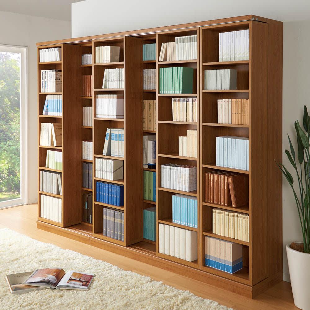 本格仕様 快適スライド書棚 オープン 4列 使用イメージ(イ)ナチュラル