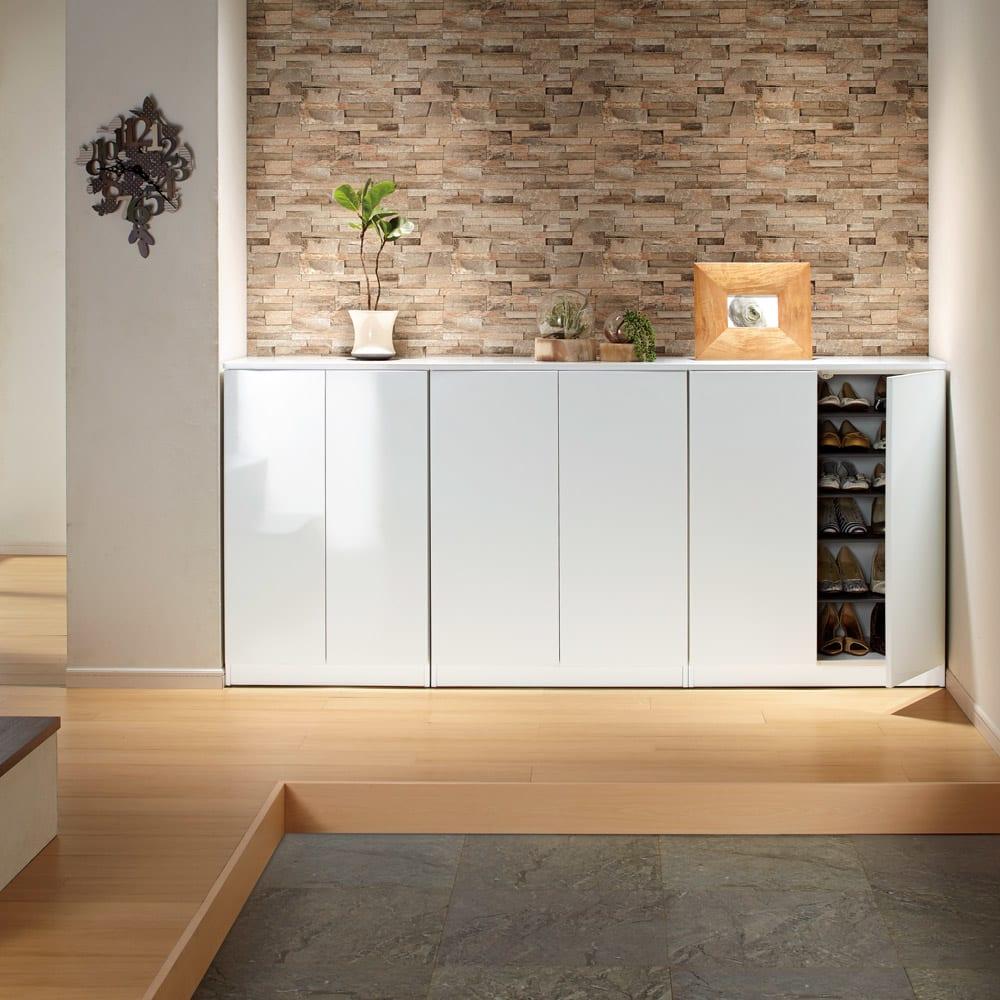 インテリアに合わせて8色&13タイプから選べるシューズボックス 幅60高さ95.5cm 使用イメージ(ア)ホワイト