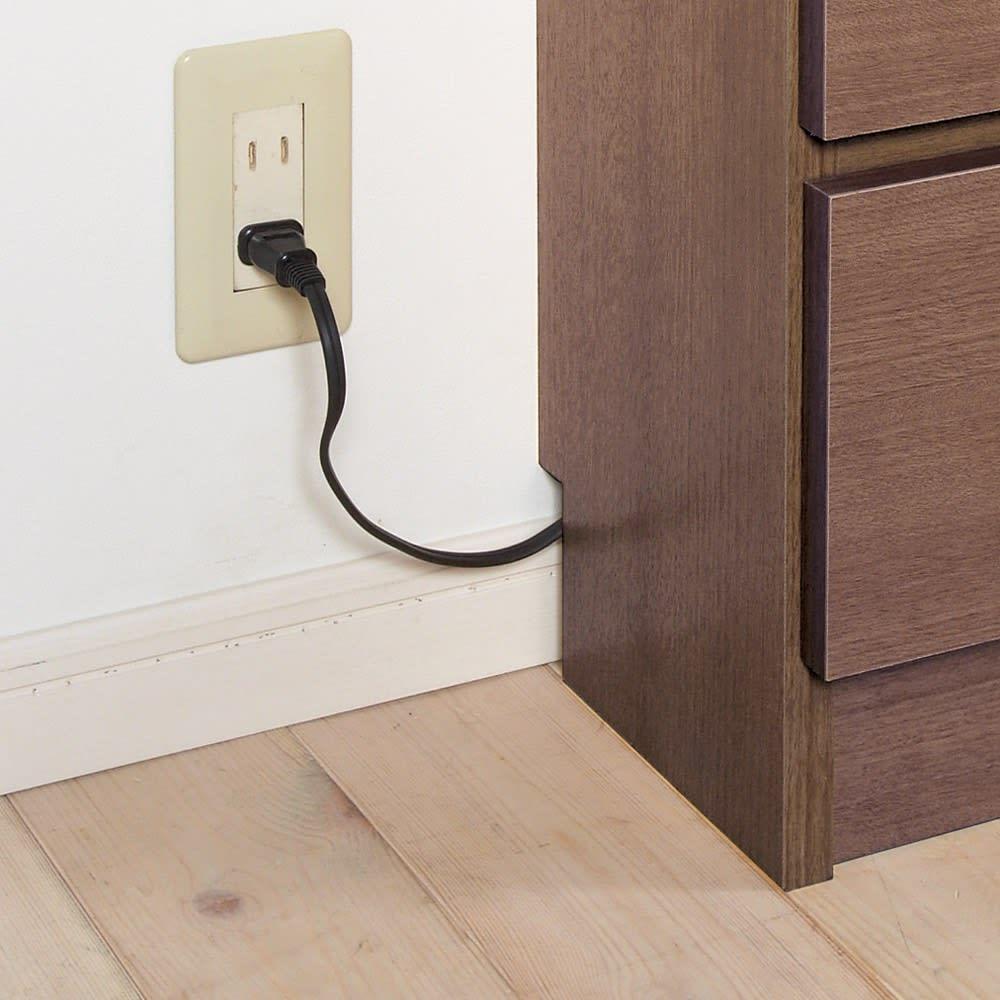 シンプルカウンター下収納庫(奥行22高さ97cm) 5枚扉タイプ 幅121.5cm 幅木カット(8×2cm)からコードを逃がして、壁にぴったり。