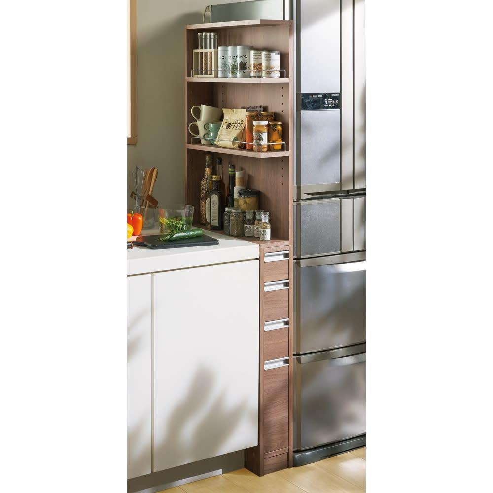 取り出しやすい2面オープンすき間収納庫 奥行55cm・幅20cm (オ)オリジナルウォルナット 冷蔵庫横のすき間が収納スペースに変身。 ※写真は幅15奥行55cmタイプです。