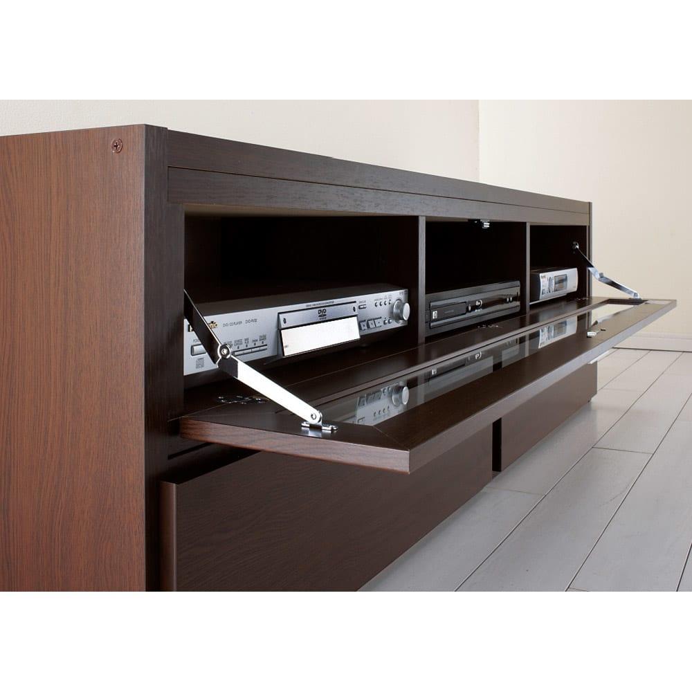 すっきり、ぴったりが心地よい伸縮式テレビ台スイングローボード 扉付き幅123~234cm 開閉が簡単な一枚型のフラップ扉付き。