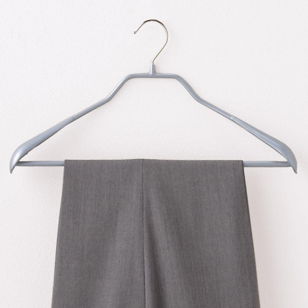 MAWA(マワ)ハンガー ボディーフォーム 5本組 スーツ等のシルエットをキレイに保つ肩付き。上下セットで掛けられます。