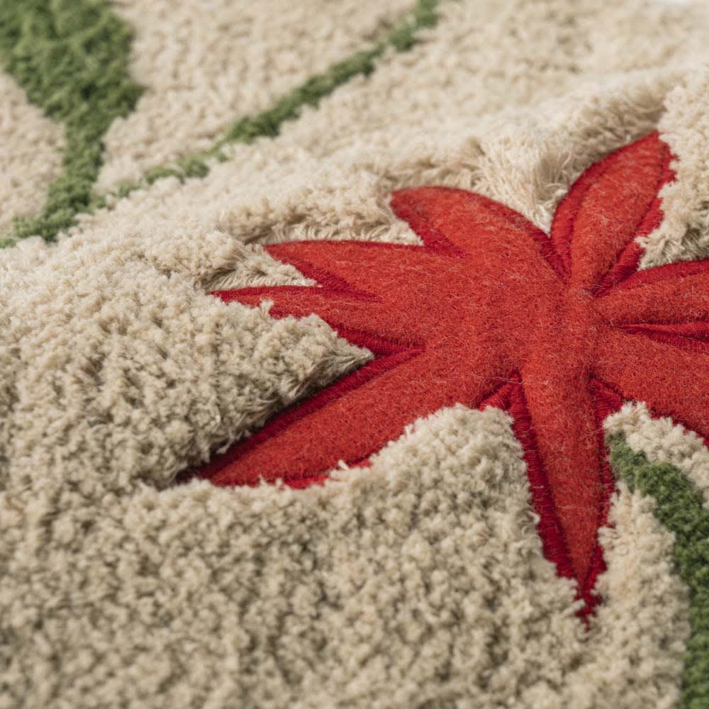 シビラ トイレタリー 復刻デザイン〈アメリア〉 お得なフタカバー・マットセット 【生地アップ】 (ア)ベージュ系 マットは綿100%のパイル調生地にアップリケ刺しゅうが施されていて高級感あり。