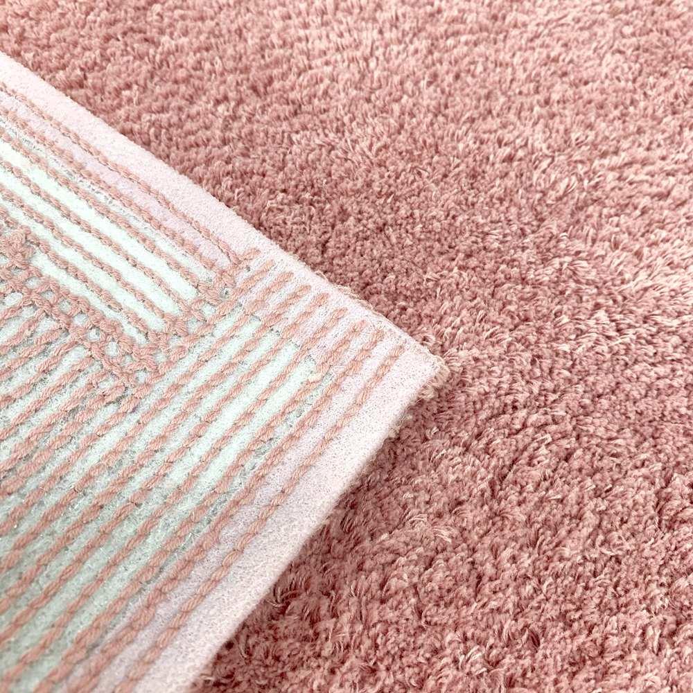 シビラ〈フローレス〉 バスマット(約45×70cm) (ウ)ピンク系 裏面