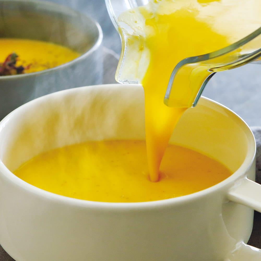 10年保証付きバイタミックス アセント 全自動A3500i 特別セット(ブレンドボウル付き) (3)ホットスープ:食材を入れて5~6分連続回転すると、摩擦熱で温かいスープが作れます。忙しい朝にも◎。