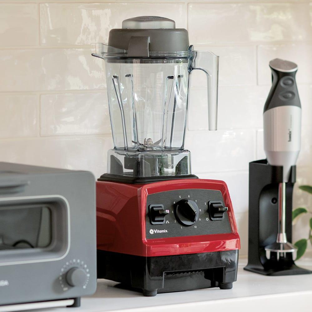 Vitamix/ヴァイタミックス 1.4L E310 メーカー長期保証付き キッチンに置きやすい大きさ。高さのあまり広くない棚などにも置けるコンパクト仕様。しまい込むことなく、いつでもサッと取り出して使えます。