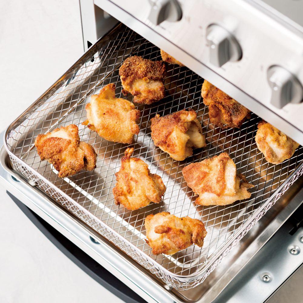 クイジナート エアフライオーブン トースター シルバー色 ミトン付きディノス特別セット【限定800個】 【エアフライモードで油なし調理を!】「唐揚げもポテトも、揚げずに本当にサクサク。これは驚きです!」 市販のからあげ粉をまぶすだけ!鶏肉なら1度にモモ肉約2枚分調理可能です。余分な油は下のトレーに落ちてヘルシー。
