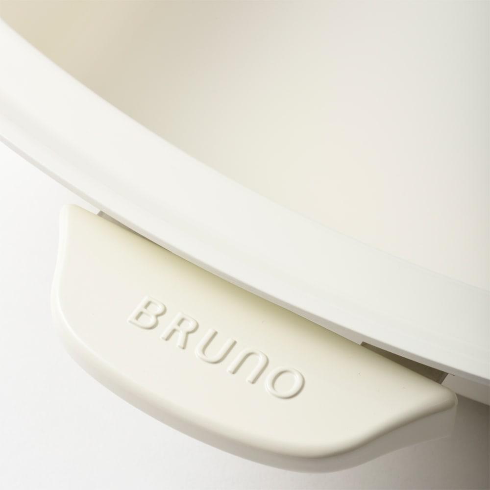 BRUNO/ブルーノ グランデサイズ用仕切り付き深鍋 熱が伝わりにくく持ちやすい仕様の持ち手