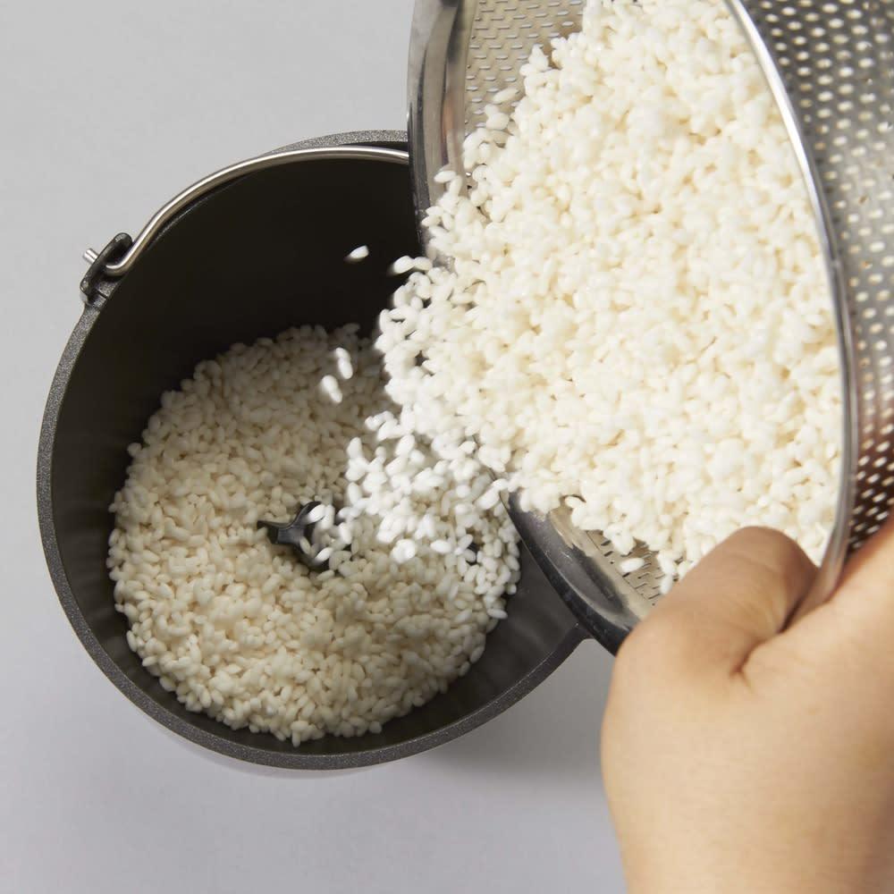 もちブレンダー エムケー精工 MK  餅つき機能と市販のお餅のアレンジ機能搭載! 生のもち米からお餅を作る場合は、洗ったもち米(2合までOK)とお水を入れて・・・