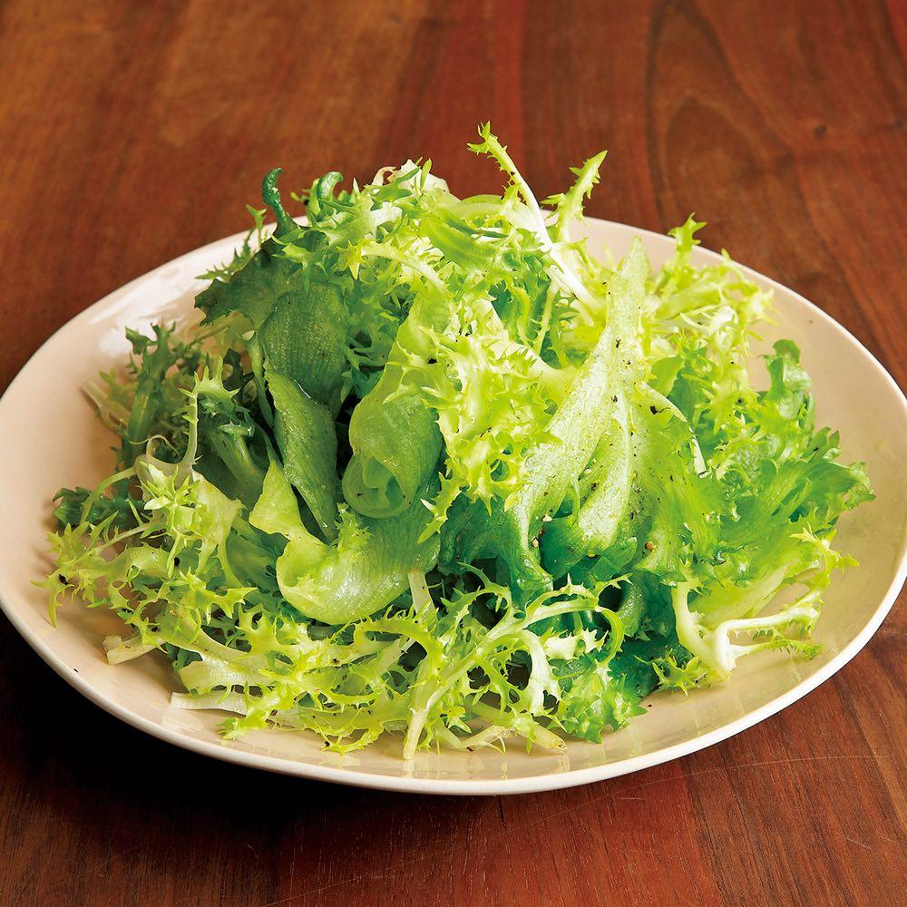 サラダハンド シンプルな葉っぱだけのグリーンサラダ。これこそいつも作るサラダとの味の違いをはっきり分かるはず。本当に美味しくできます。
