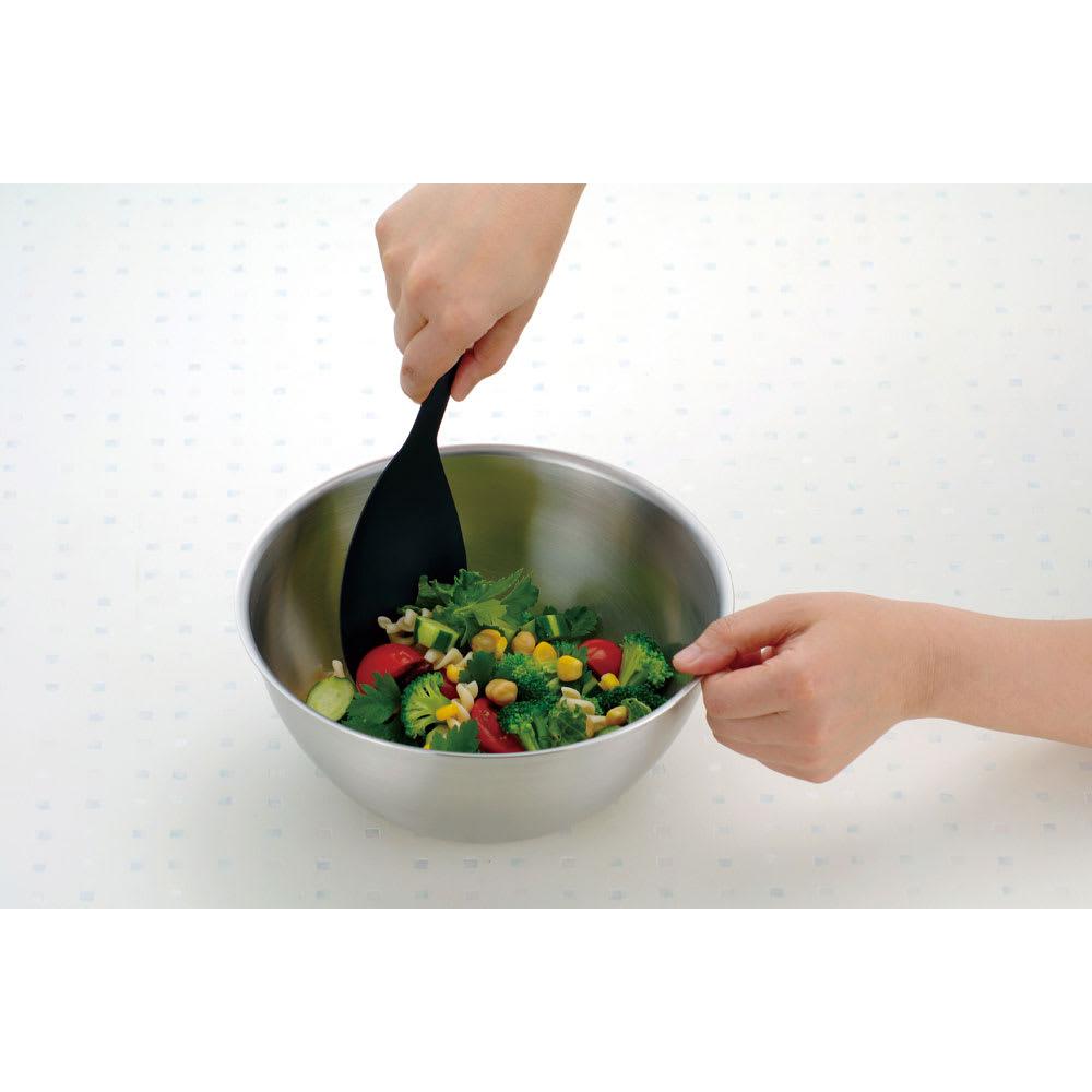 有元葉子のラバーゼ ボウル3点+プレート3枚セット 食材をかき混ぜる時にもちやすいフチの高さ。また置いた時に安定感が出るよう底面部のサイズにもこだわっています。