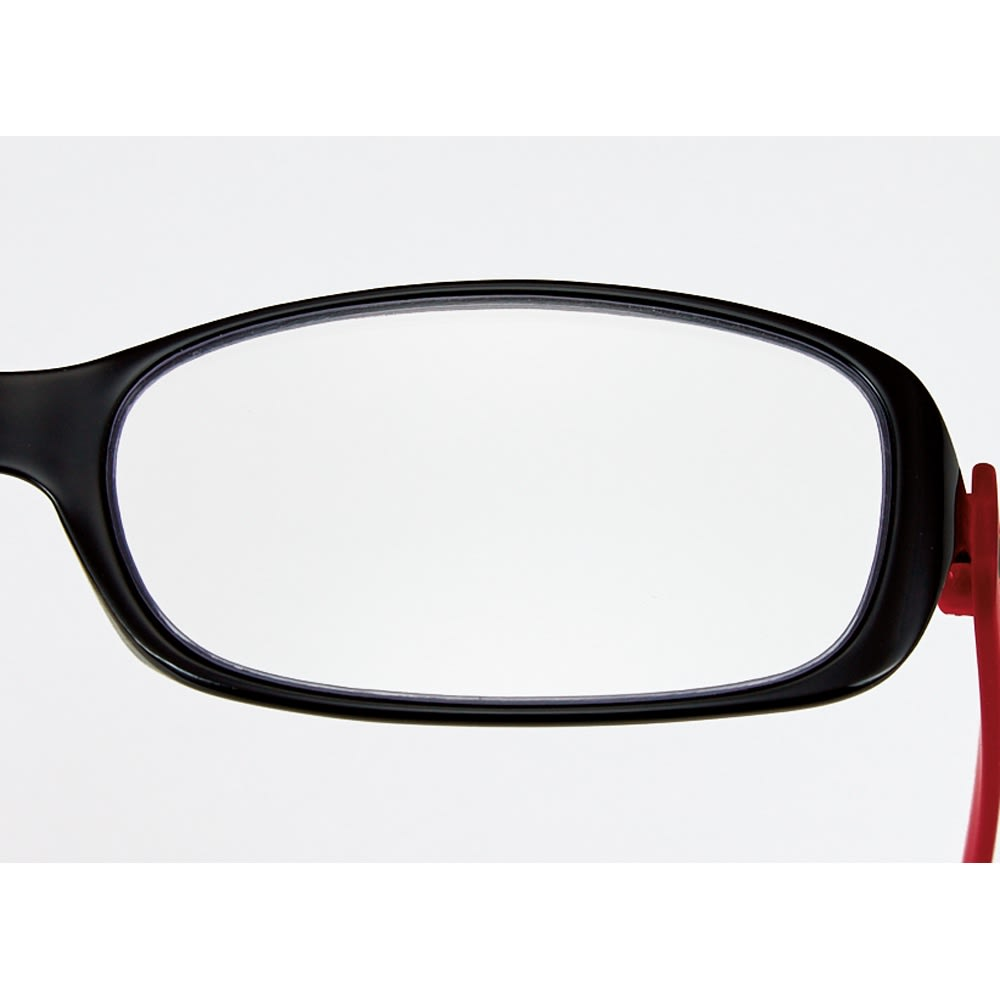 フィルストン UV&ルーライトカット リーディンググラス(男女兼用) ボストン型 無地 フロントはしなやかなポリアミド樹脂を使用。顔に当たる部分だけに、素材がソフトであることは大事。。(写真は別タイプの形です)