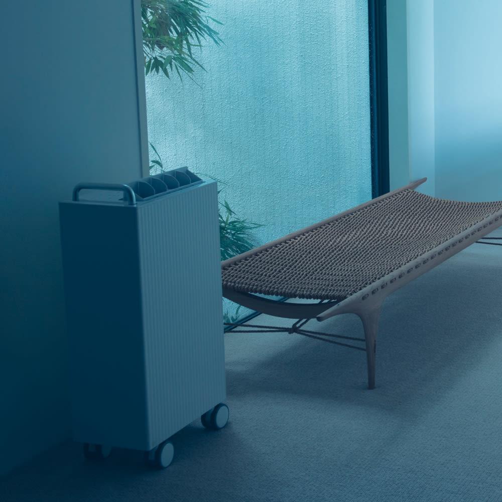新cado除湿機 空間にあるだけで画になるカドーならではのクールなデザイン。従来の除湿器の概念を覆します。