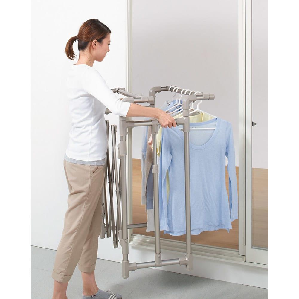ミニマムビッグ物干し キャスターなし (室内屋外兼用) 低いまま使えば、洗濯物がかかった物干しごと取り込めます。(※写真はシャンパンゴールド色です)