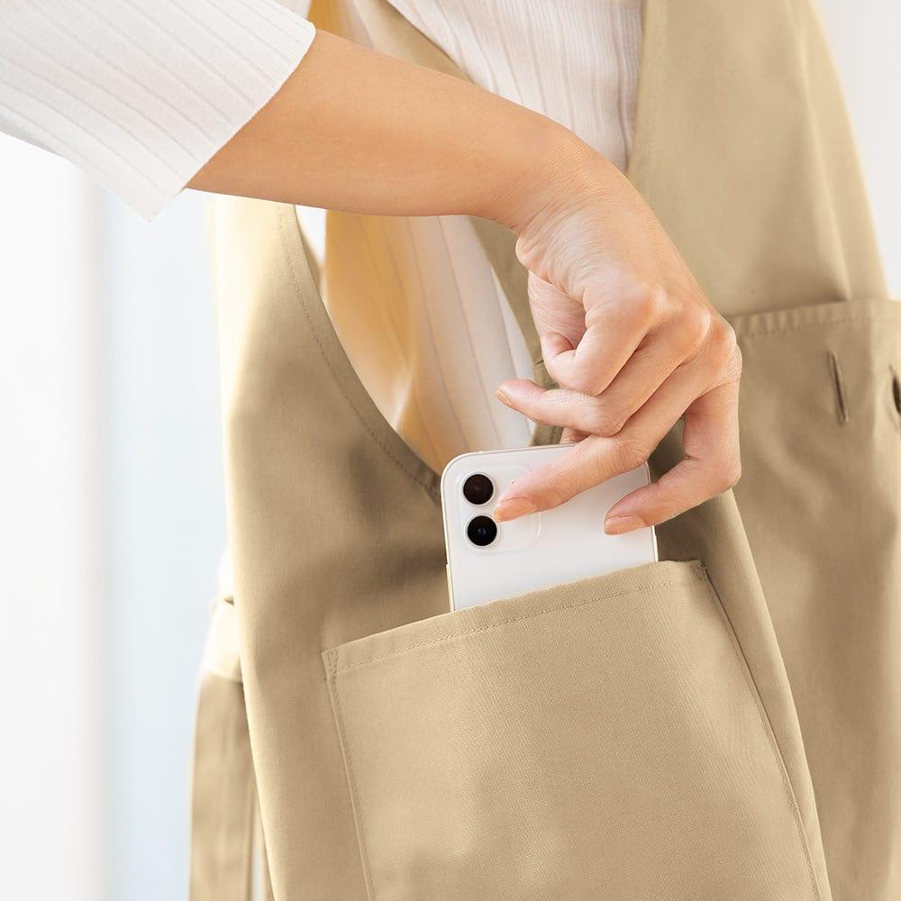 洗濯干しがラクになるランドリーエプロン 洗濯バサミやスマホもすっぽり入るサイドポケット1個付き。