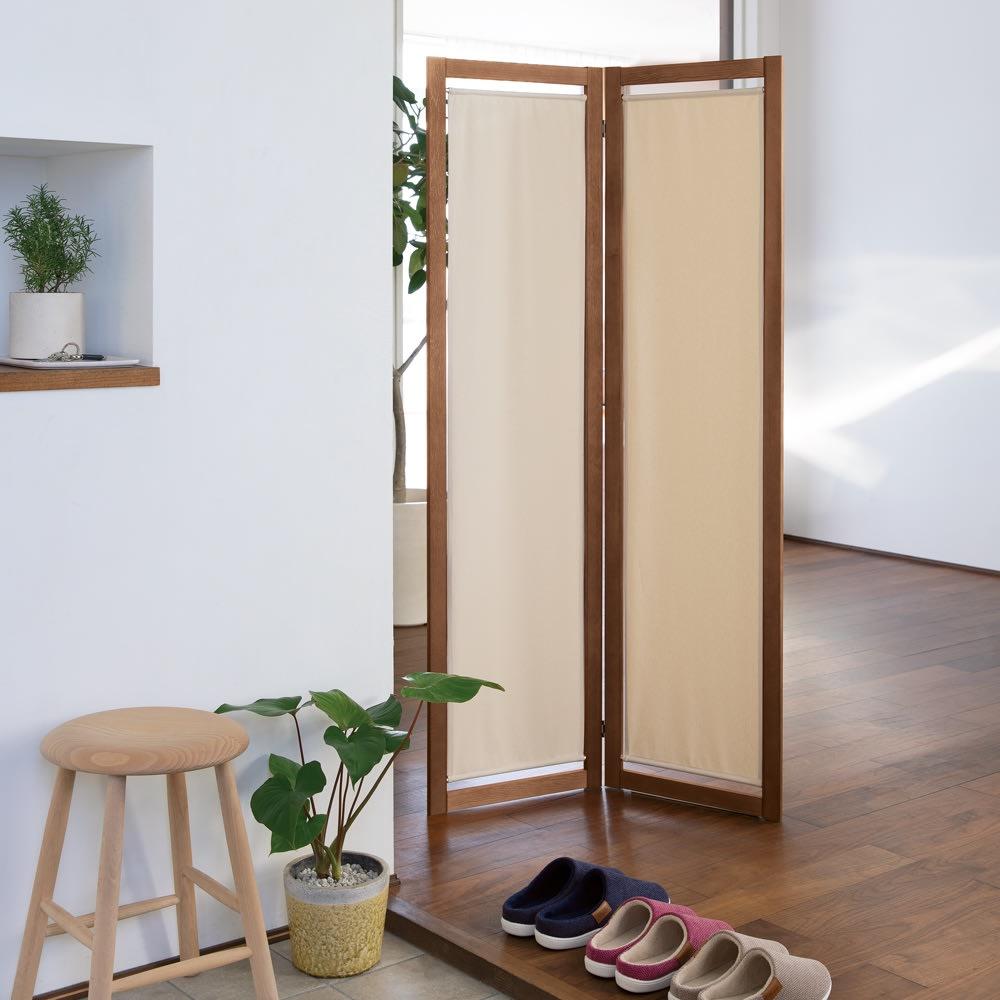 物干しになるパーテーション 2連 (オ)ダークブラウン×無地 コンパクトな2連は玄関での目隠しにも。
