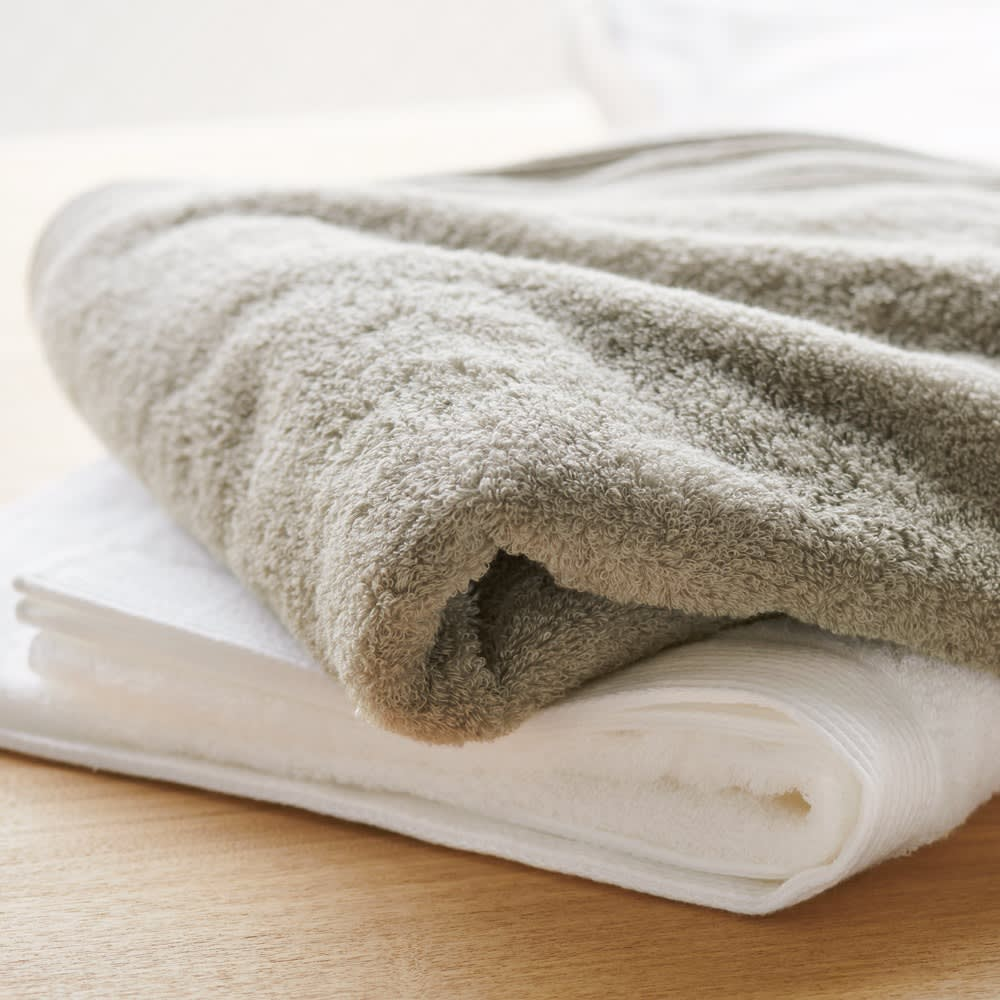 洗うほどやわらかくなるタオル 上から(イ)グレー (ア)ホワイト ※写真はバスタオルです。