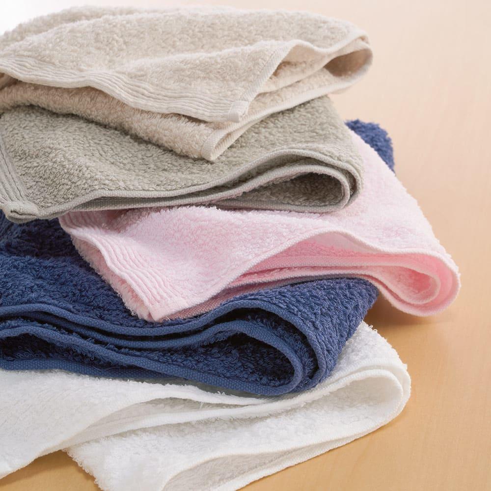 洗うほどやわらかくなるタオル 上から(エ)ベージュ (イ)グレー (ウ)ピンク (オ)ネイビー (ア)ホワイト ※写真はフェイスタオルです。